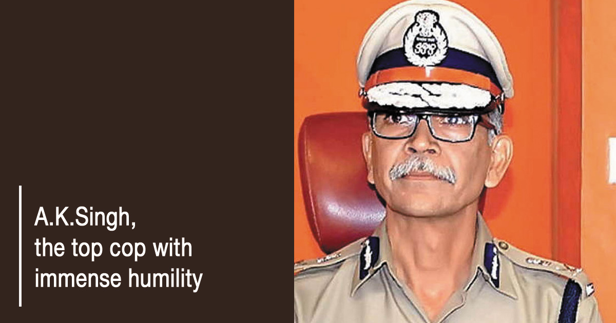http://meranews.in/backend/main_imgs/AK-SINGH-Eng_despite-holding-the-top-job-of-city-police-commissioner-ak-singh-has-never-his-post-affect-his-humility_0.jpg