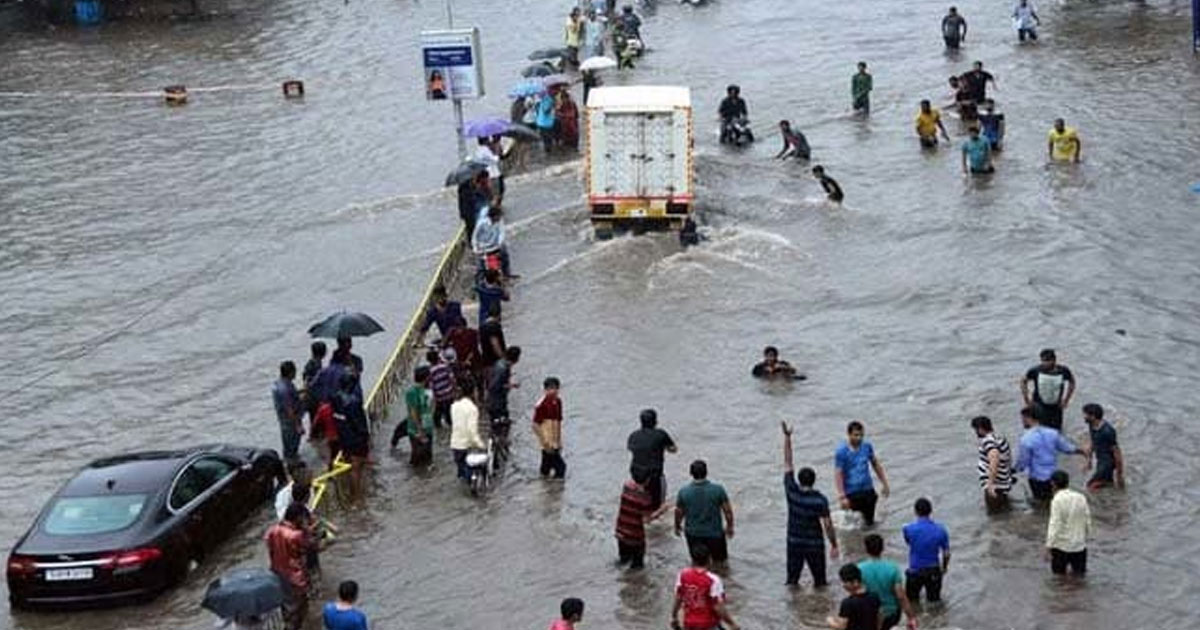 http://meranews.in/backend/main_imgs/Ahmedabadrains_heavy-rains-lash-ahmedabad-and-gandhinagar-several-underpasses-shut-waterlogging_0.jpg
