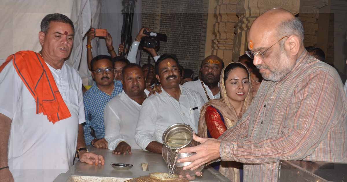 http://meranews.in/backend/main_imgs/AmitShah_Somnath_bjp-karyakartas-spotted-flouting-security-rules-during-amit-shahs-visit-somnath_0.jpg