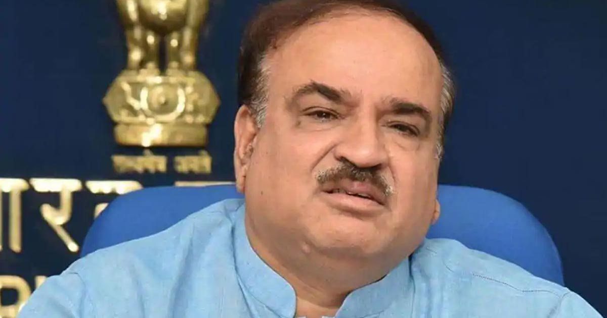 http://meranews.in/backend/main_imgs/Ananth-Kumar_union-minister-ananth-kumar-passes-away-at-59-was-ailing-with-ling-cancer_0.jpg