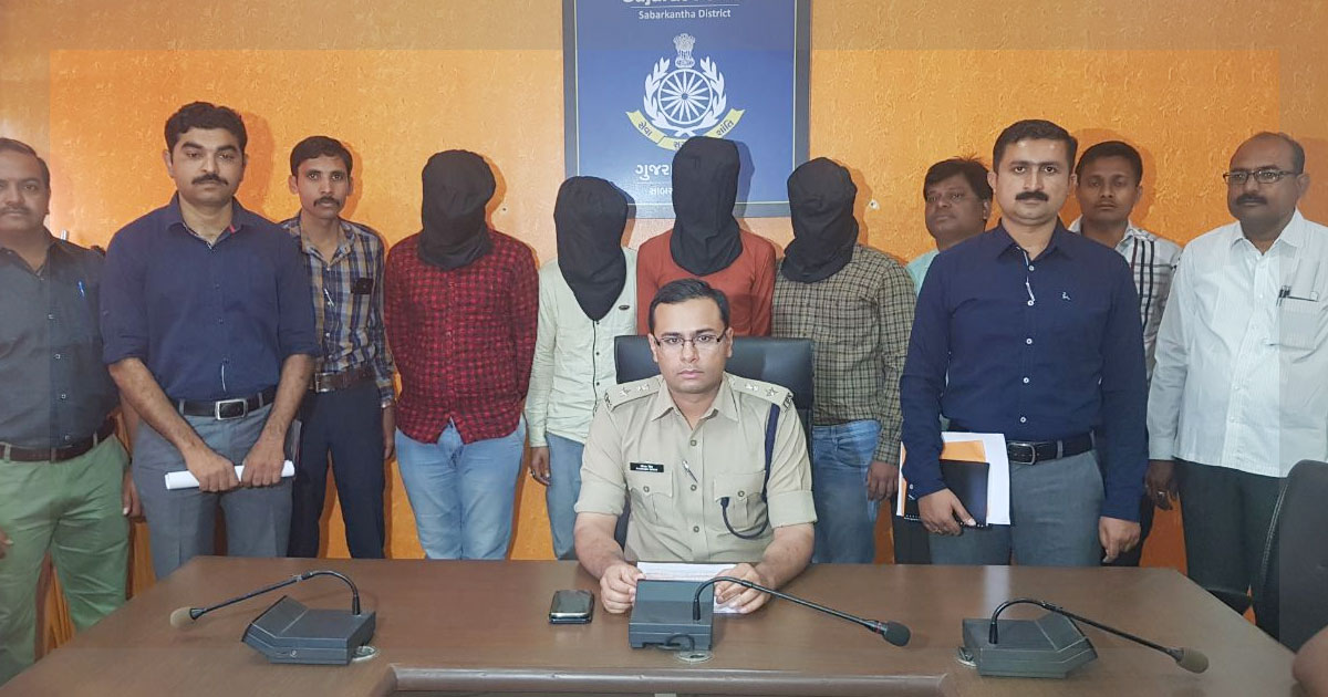 http://meranews.in/backend/main_imgs/Cyber-crime-Story_sabarkantha-police-sog-unearths-atm-fraud-trail-to-jharkhand_0.jpg
