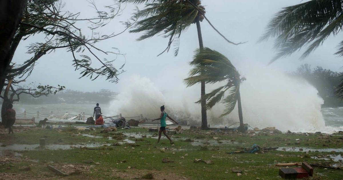http://meranews.in/backend/main_imgs/Cyclone-Titlii_cyclone-titli-odisha-coast-evacuation-west-bengal-heavy-rainfall_0.jpg
