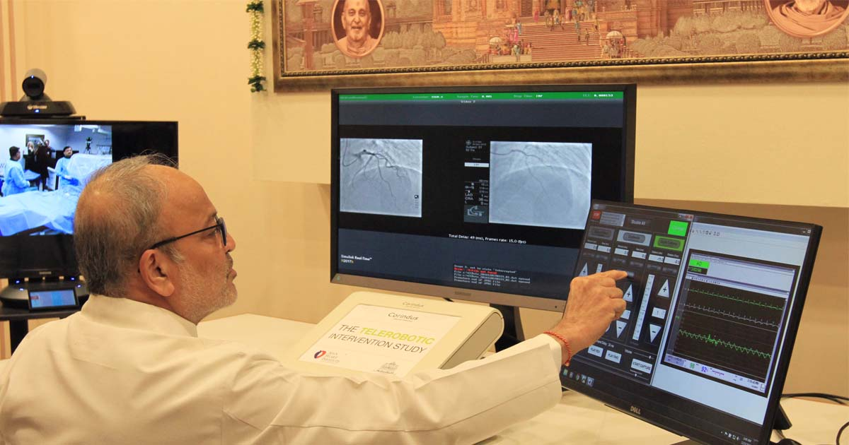 http://meranews.in/backend/main_imgs/DrTejasPatel_worlds-first-telerobotic-coronary-intervention-surgery-conducted-at-Ahmedabad-from-Akshardham-complex_0.jpg