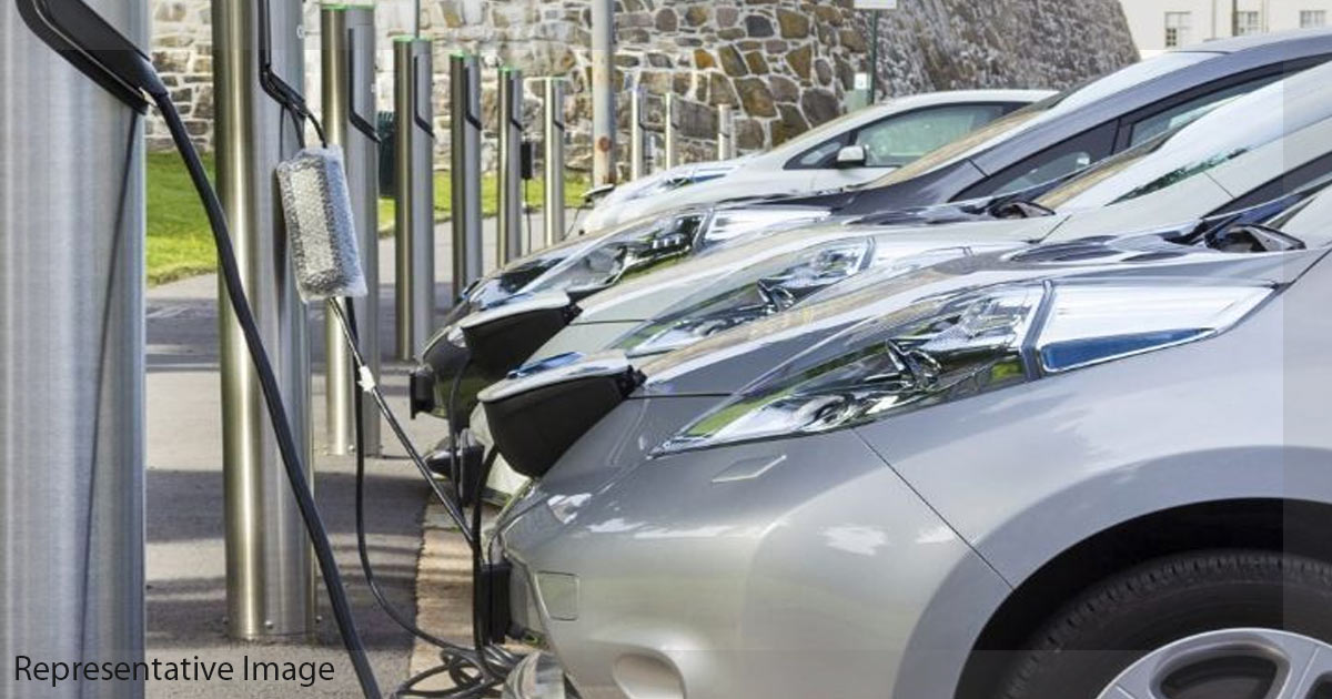 http://meranews.in/backend/main_imgs/EVCharging_green-licence-plates-for-evs-soon_0.jpg