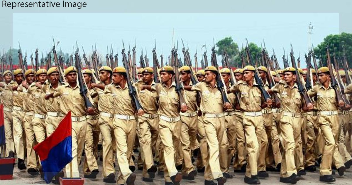 http://meranews.in/backend/main_imgs/Gujarat-Police-Constables_constables-threaten-to-commit-suicide-over-paper-leak-in-departmental-exams_0.jpg