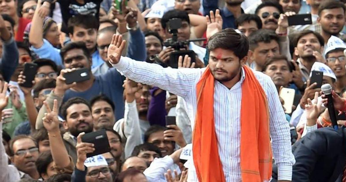 http://meranews.in/backend/main_imgs/Hardik-Patel-saffron_hardik-patel-looking-for-ghar-badli-plans-to-support-bjp-in-2019-loksabha-polls_0.jpg
