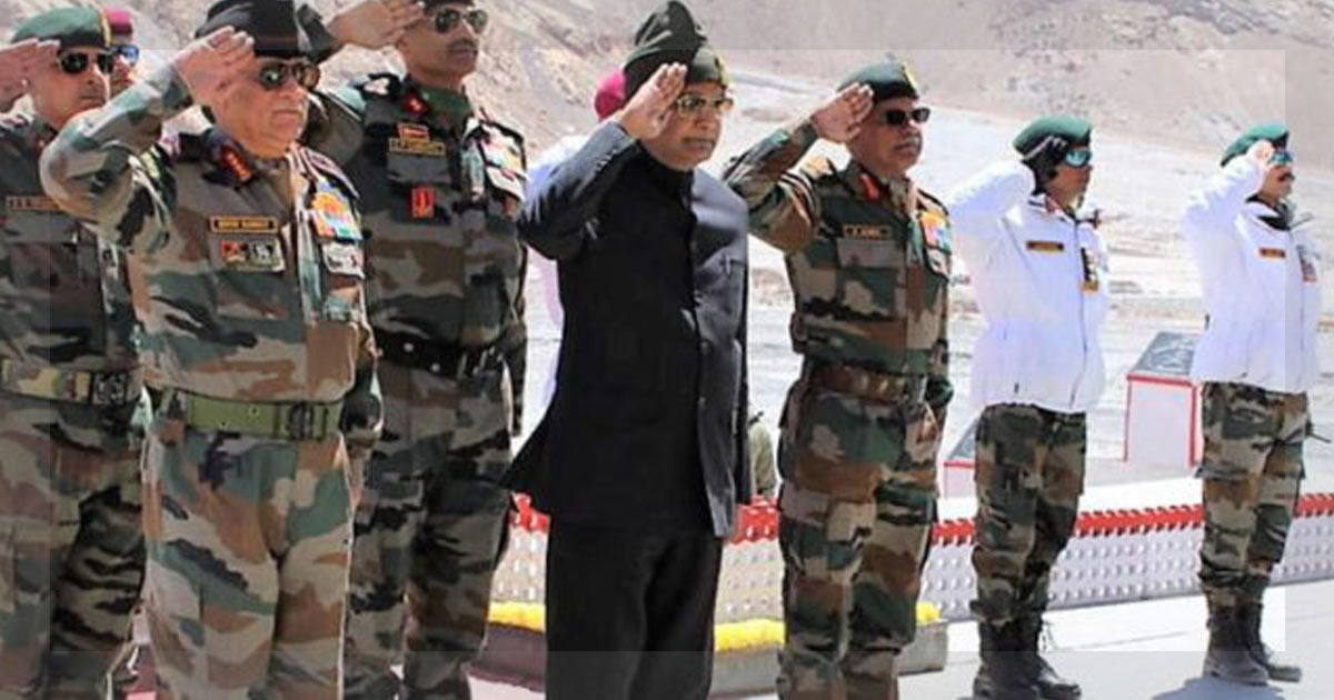 http://meranews.in/backend/main_imgs/KovindSiachen_president-kovind-becomes-first-president-of-india-to-visit-siachen-in-14-years_0.jpg