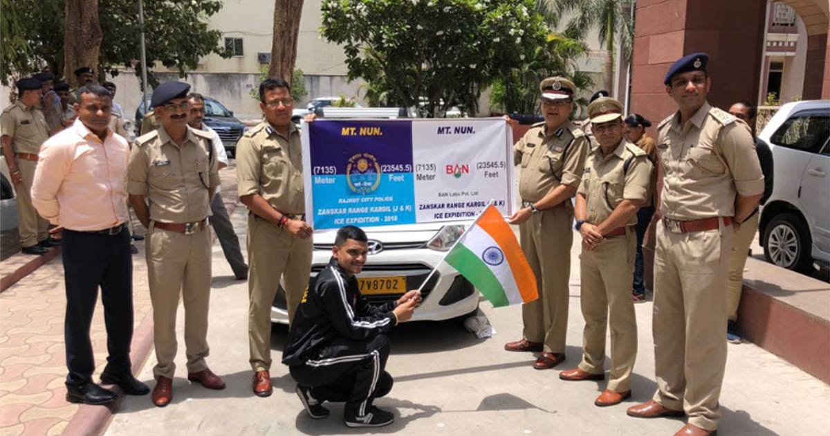 http://meranews.in/backend/main_imgs/KrishnasinhRathodNun_this-rajkot-police-constable-conquers-23554-ft-high-nun-peak-sets-eyes-on-everest-next_1.jpg