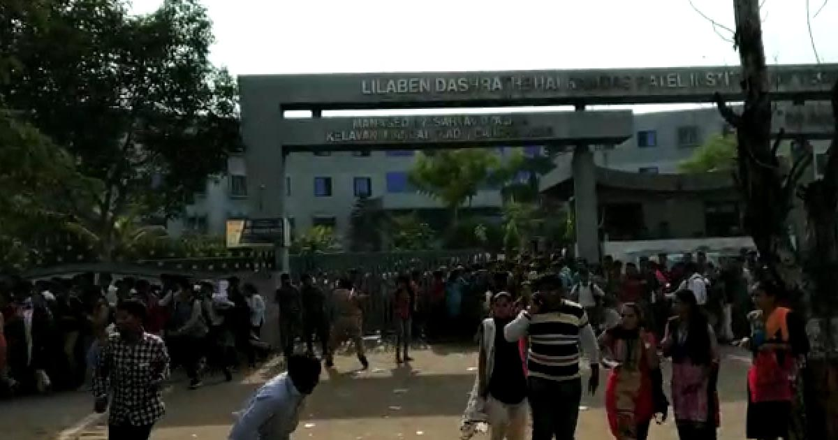 http://meranews.in/backend/main_imgs/LRDexamleak_gujarat-govt-left-red-faced-as-test-paper-for-lrd-recruitment-leaked-protesting-aspirants-lathi-charged_0.jpg