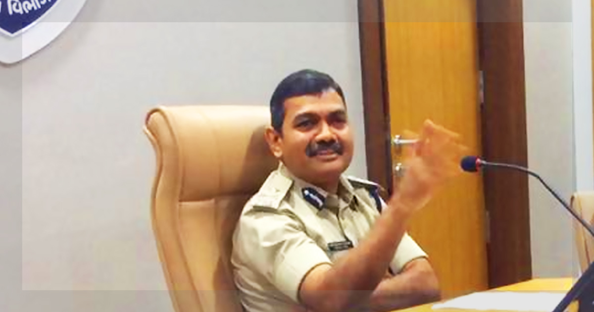 http://meranews.in/backend/main_imgs/Narasimha-Komar-meranews_only-one-ips-officer-from-1996-gujarat-cadre-gets-empanelled-by-centre_0.jpg