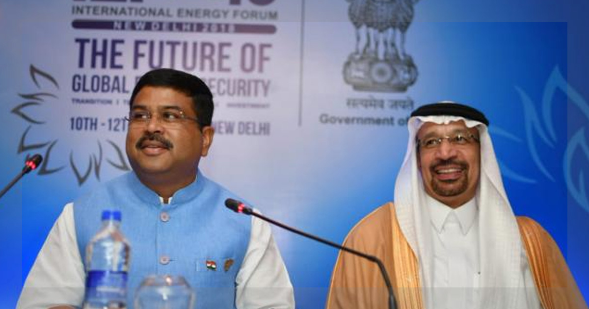 http://meranews.in/backend/main_imgs/Oil_indian-consortium-and-saudi-aramco-sign-mou-for-ratnagiri-mega-refinery_0.jpg