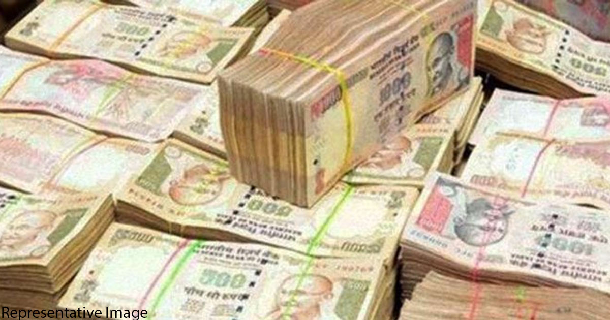 http://meranews.in/backend/main_imgs/Old-Currency-Notes_vadodarafour-held-with-demonetized-currency-with-face-value-of-rs-1-crore_0.jpg