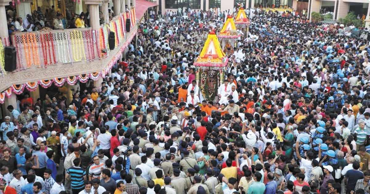 http://meranews.in/backend/main_imgs/RathYatraGujarat_devotees-throng-in-huge-numbers-at-141st-jagannath-rath-yatra-in-ahmedabad_0.jpg