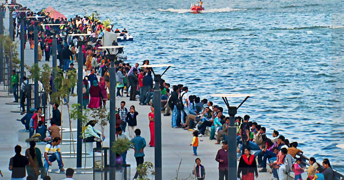 http://meranews.in/backend/main_imgs/Riverfront_sabarmati-riverfront-summer-festival-to-be-held-from-may-1_0.jpg