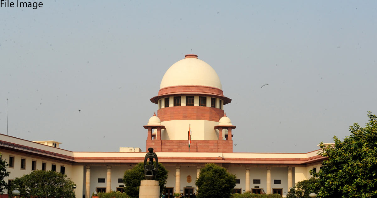http://meranews.in/backend/main_imgs/Supreme-Court_sc-allows-centre-to-go-ahead-with-reservation-in-promotion-for-scst-employees_0.jpg