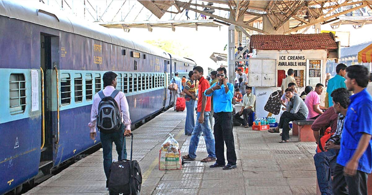 http://meranews.in/backend/main_imgs/ahmedabad-railway-station_ticket-less-passengers-ahmedabad-division-western-railways-rti-query_0.jpg