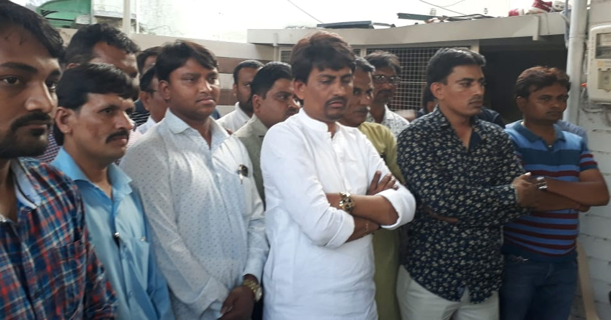 http://meranews.in/backend/main_imgs/alpesh-thakor-eng_beware-of-people-using-our-community-name-in-violent-attacks-alpesh-thakor_0.jpg