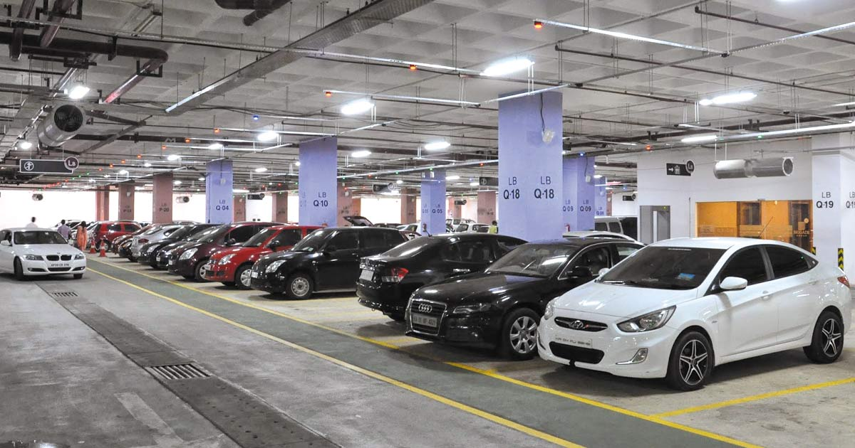 http://meranews.in/backend/main_imgs/carparking_inspired-by-their-ahmedabad-counterparts-surat-police-makes-parking-free-in-malls-and-multiplexes_0.jpg