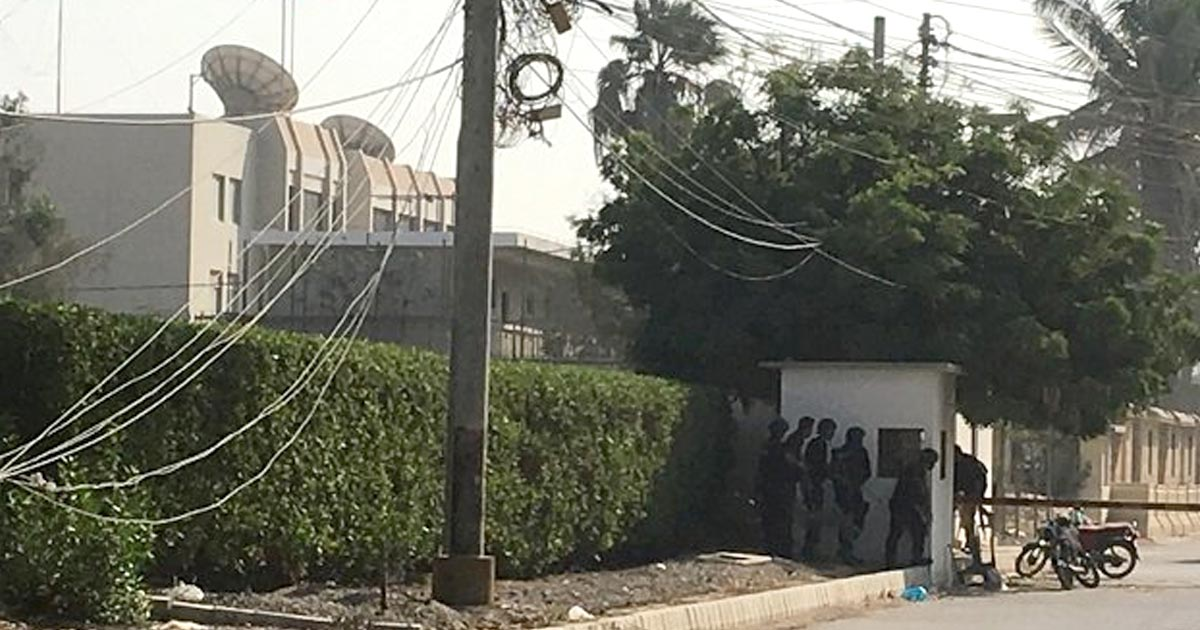 http://meranews.in/backend/main_imgs/chinese-consulate_chinese-consulate-in-karachi-attacked-at-least-three-gunmen-killed_0.jpg
