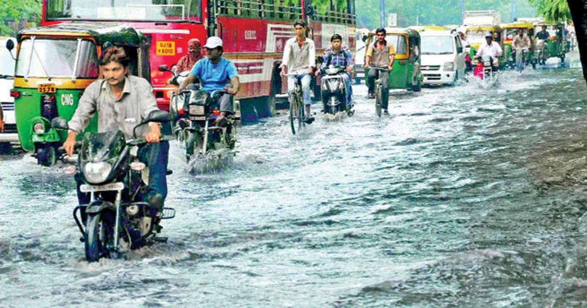 http://meranews.in/backend/main_imgs/gujrat-rains_heavy-rains-expected-in-central-and-north-gujarat-from-july-23-to-26_0.jpg