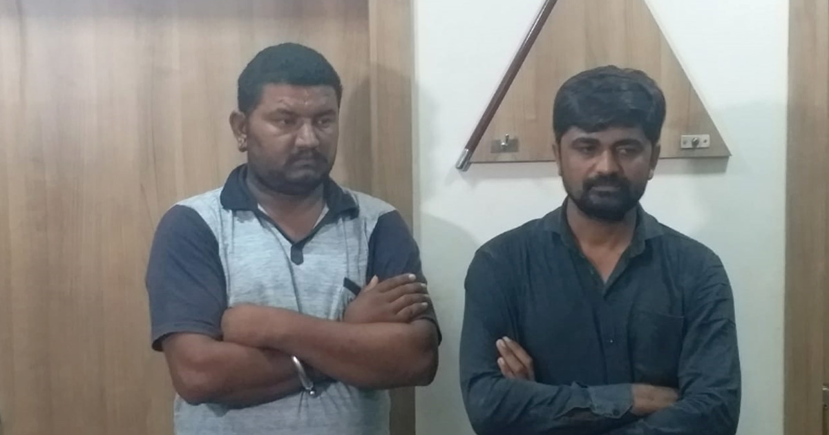 http://meranews.in/backend/main_imgs/jetpur-khandni_rajkot-two-arrested-for-making-extortion-calls-to-businessmen_0.jpg