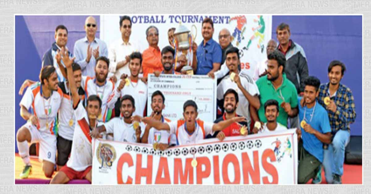 http://meranews.in/backend/main_imgs/jgcup_sal-beats-gujarat-college-in-penalty-shoot-out-to-claim-JG-Cup-football-trophy_0.jpg