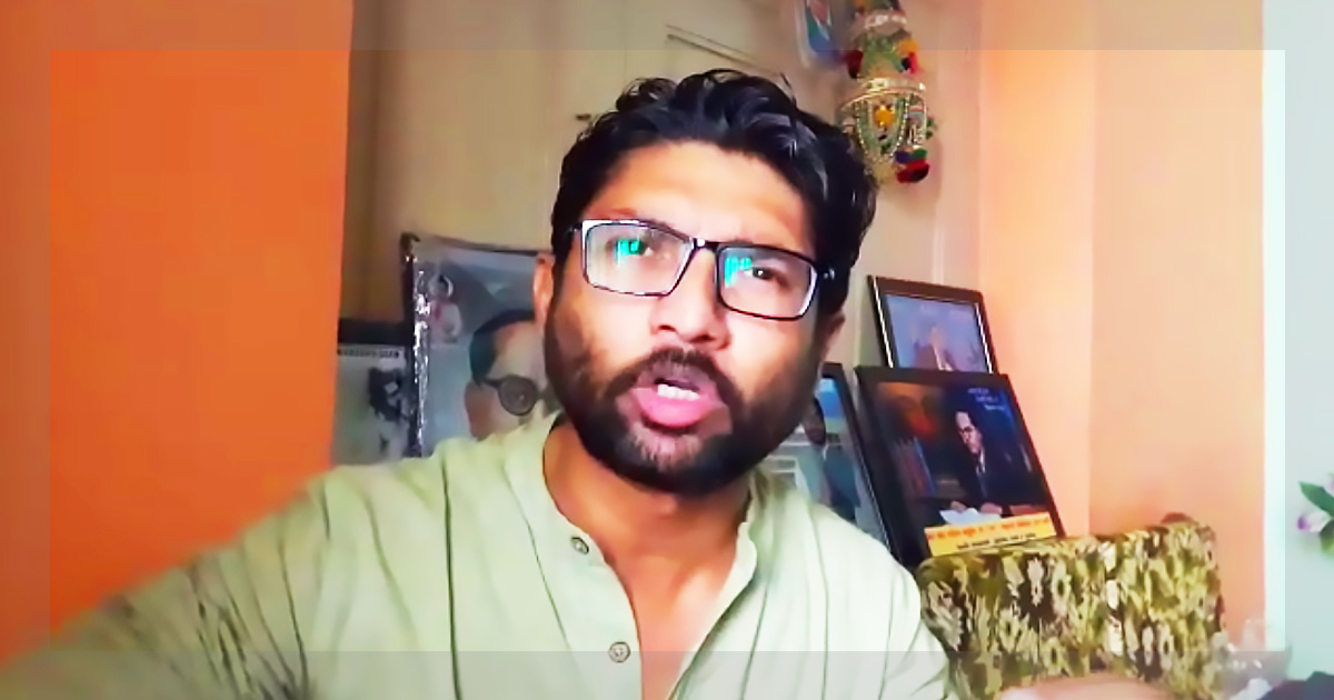 http://meranews.in/backend/main_imgs/jignesh-mevani_mevani-urges-dalits-to-have-a-peaceful-protest-against-bjp_0.jpg