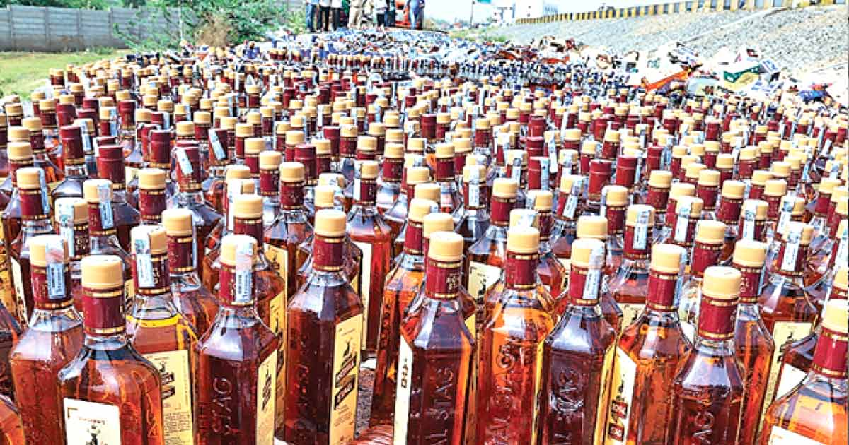 http://meranews.in/backend/main_imgs/liquor-eng_liquor-worth-rs-25690-crores-seized-in-gujarat-in-the-last-2-years_0.jpg