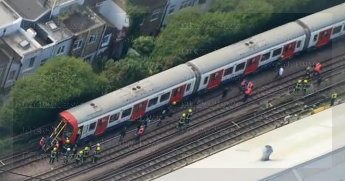 http://meranews.in/backend/main_imgs/london-train-0.jpg_london-police-investigating-parsons-green-station-explosion_0.jpg?45