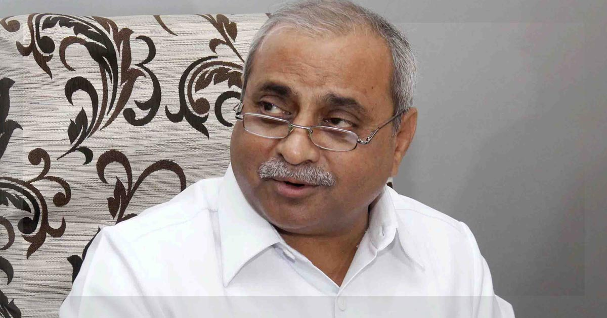 http://meranews.in/backend/main_imgs/nitin-patel_after-the-center-gujarat-to-see-a-cabinet-reshuffle-too-nitin-patel-might-get-droppped_0.jpg