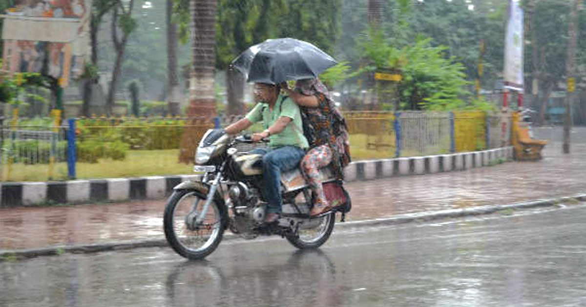 http://meranews.in/backend/main_imgs/rain-eng_imd-predicts-heavy-rains-in-gujarat-for-the-next-two-days_0.jpg