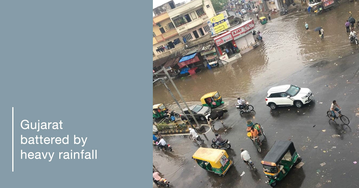 http://meranews.in/backend/main_imgs/rain-eng_normal-life-hit-by-heavy-rainfall-in-gujarat_0.jpg
