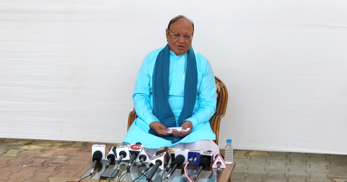http://meranews.in/backend/main_imgs/sankarsingh-vaghela_shankersinh-asserts-he-will-be-a-part-of-anti-bjp-force-in-2019-elections_0.jpg