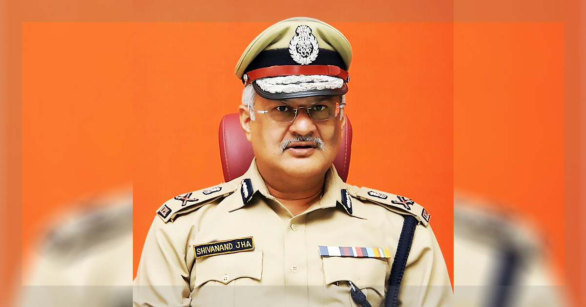 http://meranews.in/backend/main_imgs/shivanand-jha_dgp-shivanand-jha-orders-for-frequent-raids-at-chaaranagar_0.jpg