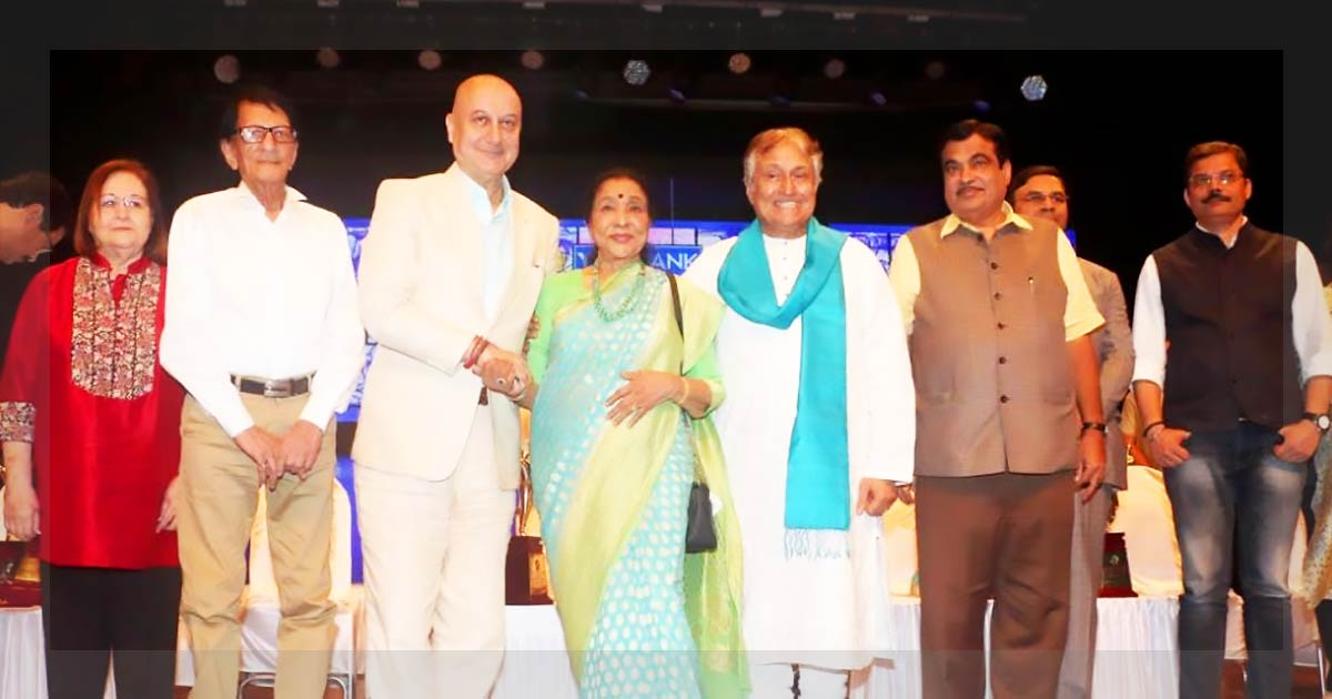 http://meranews.in/backend/main_imgs/ustad_ustad-amjad-ali-khan-hounored-with-master-deenanath-mangeshkar-award_0.jpg