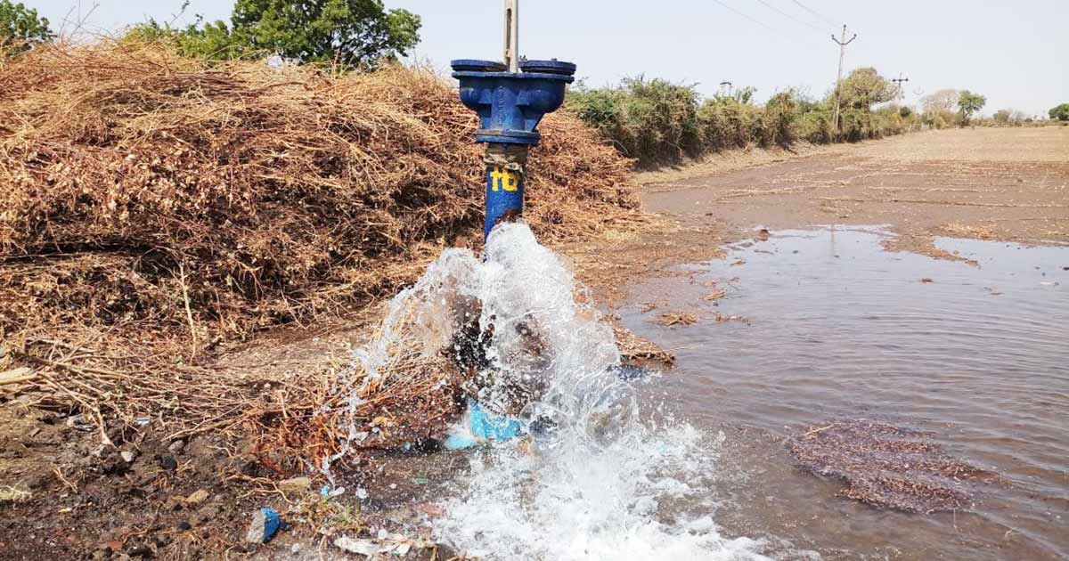 http://meranews.in/backend/main_imgs/waterline_even-as-gujarat-faces-water-scarcity-this-summer-narmada-water-gets-wasted-through-pipeline-damages_0.jpg
